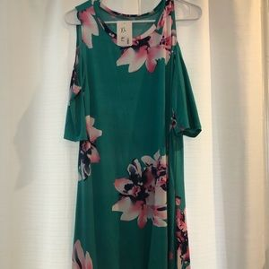 NWT Green floral cold shoulder dress with knot